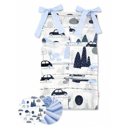 Bavlnený vreckár na postieľku Baby Nellys 6 vreciek, Autá v aleji, modrá